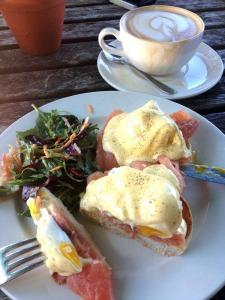 Smoked salmon with poached eggs & hollandaise sauce